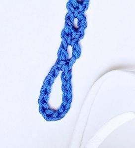 Simple chain loop lanyard fastener close up